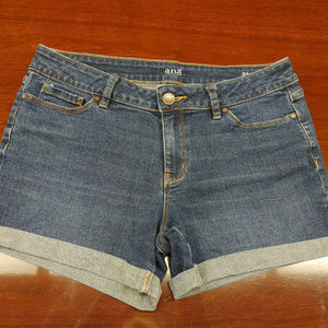 Women's jean shorts size 6/28 a.n.a. A New Approac